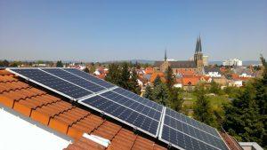 Teil der PV-Anlage auf dem Unternehmensstitz von grün.power in Mainz-Gonsenheim